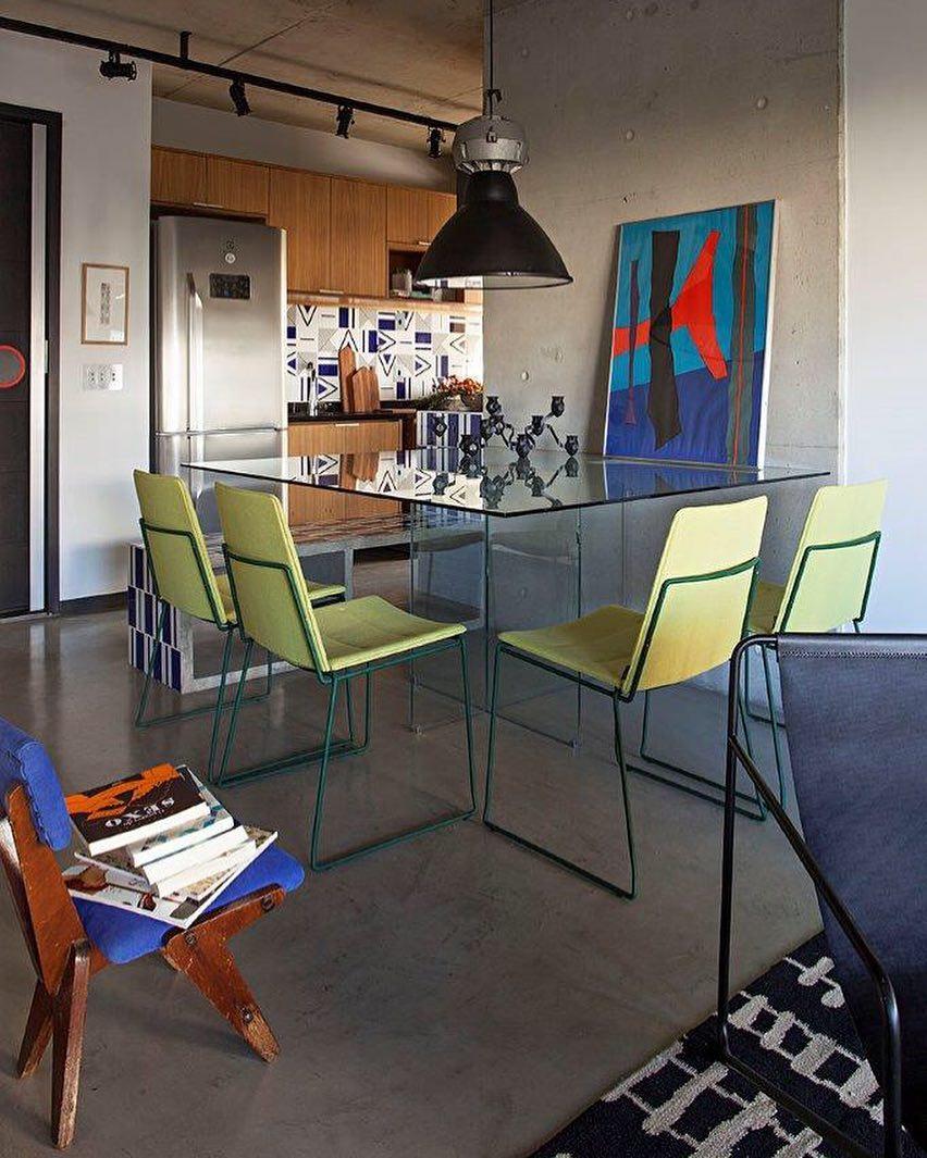 Mesa de vidro com apoio de vidro