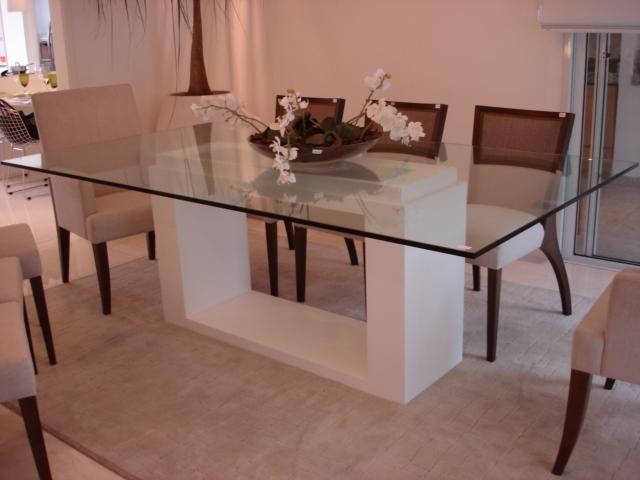 Mesa de vidro com apoio diferente