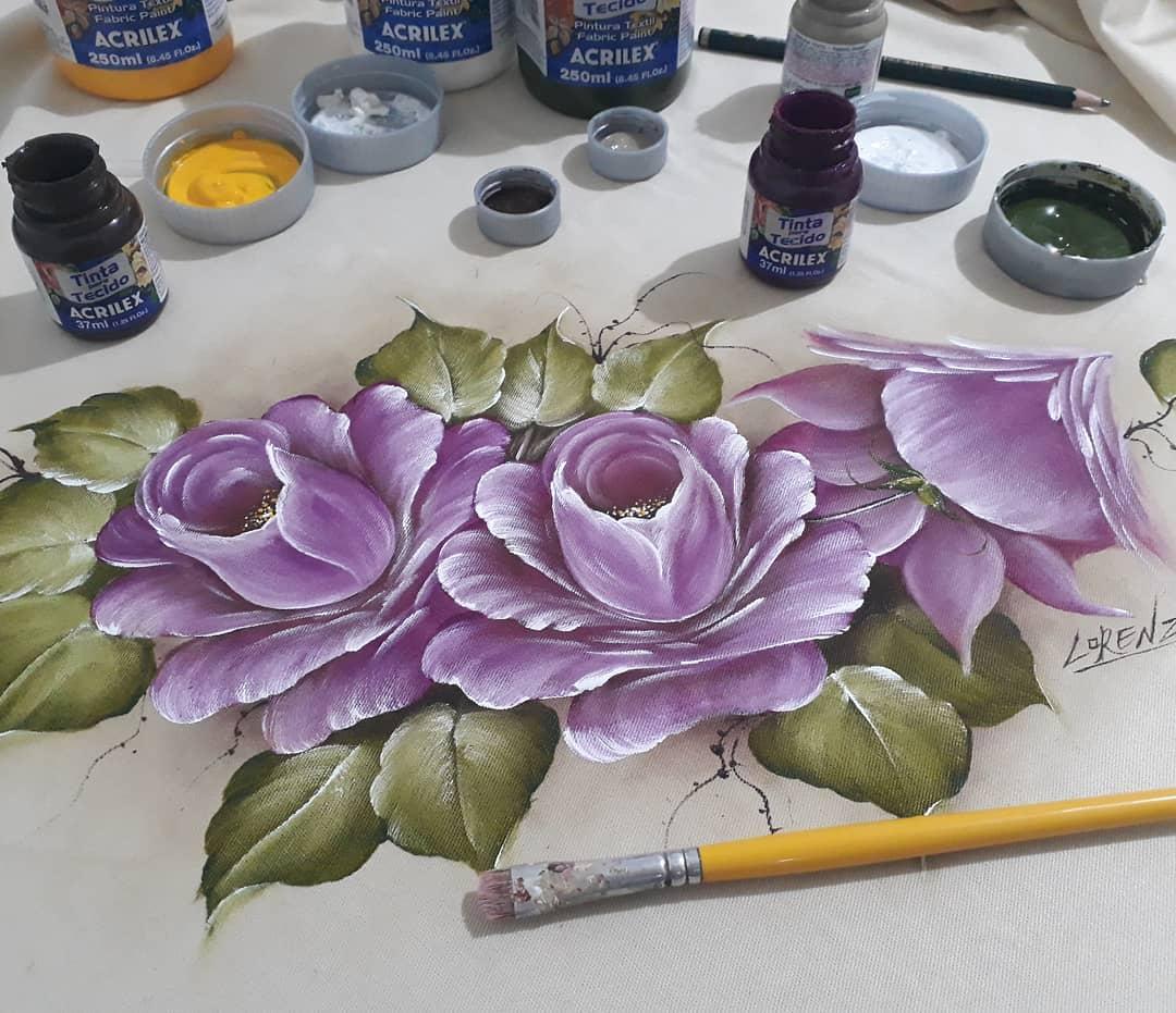 Para começar com a pintura em tecido não precisa investir em muitos materiais.