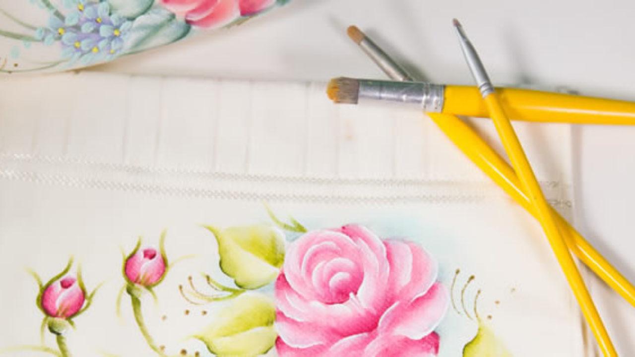 É preciso saber como cuidar direito dos materiais da pintura em tecido.