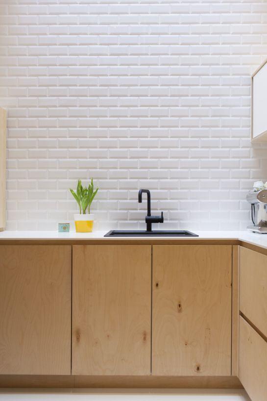 Cozinha com parede de mini tijolinhos
