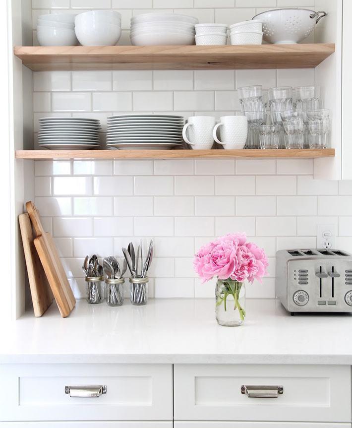 Parede de tijolinhos brancos na cozinha