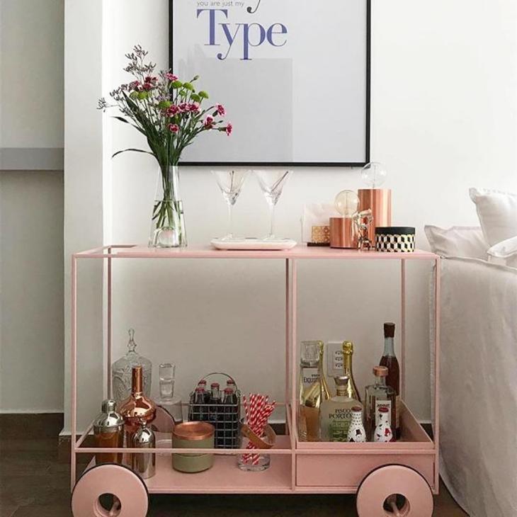 Carrinho bar pintado de rosa