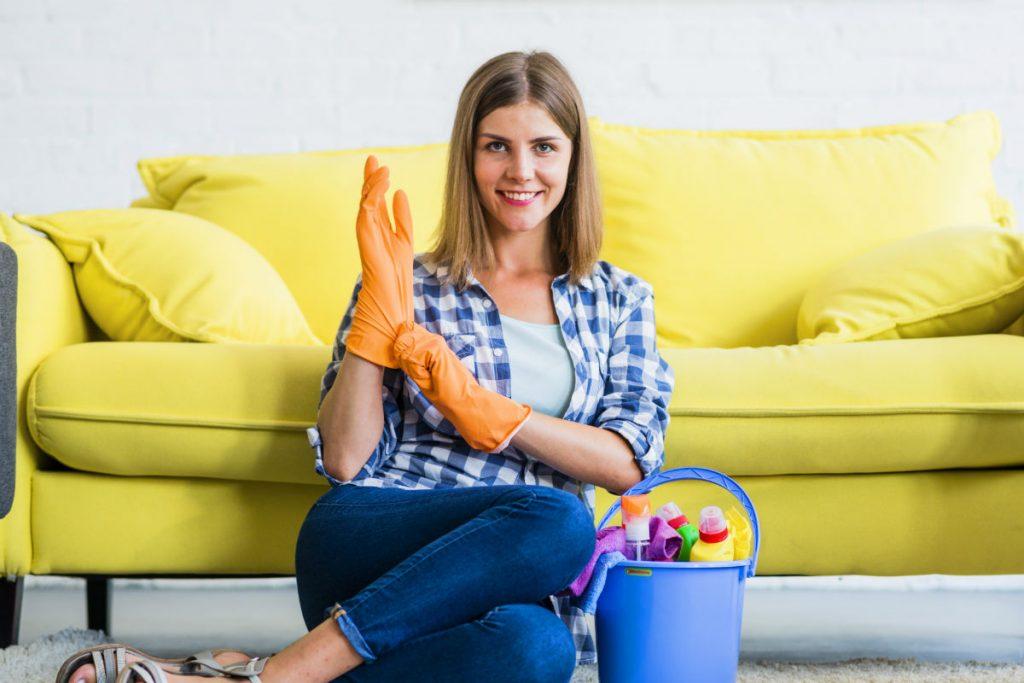 Como limpar sofá de camurça e veludo? Dicas Infalíveis! - TC