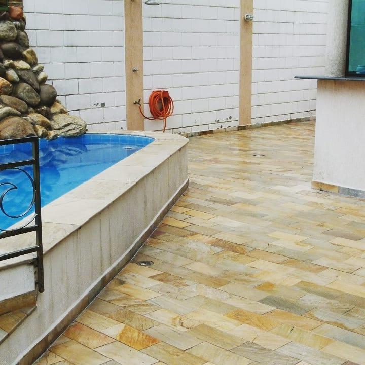 Pedra mineira área da piscina