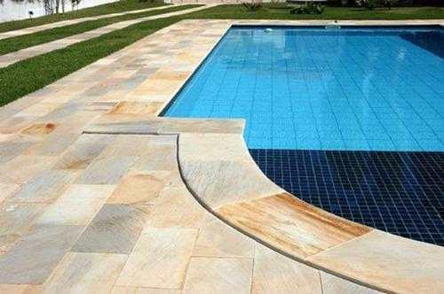 Pedra mineira na piscina