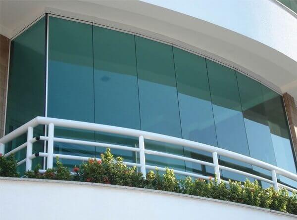 Sacada de vidro para prédio comercial