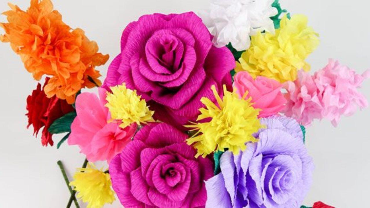 como fazer flor de papel crepom e utilizá-las