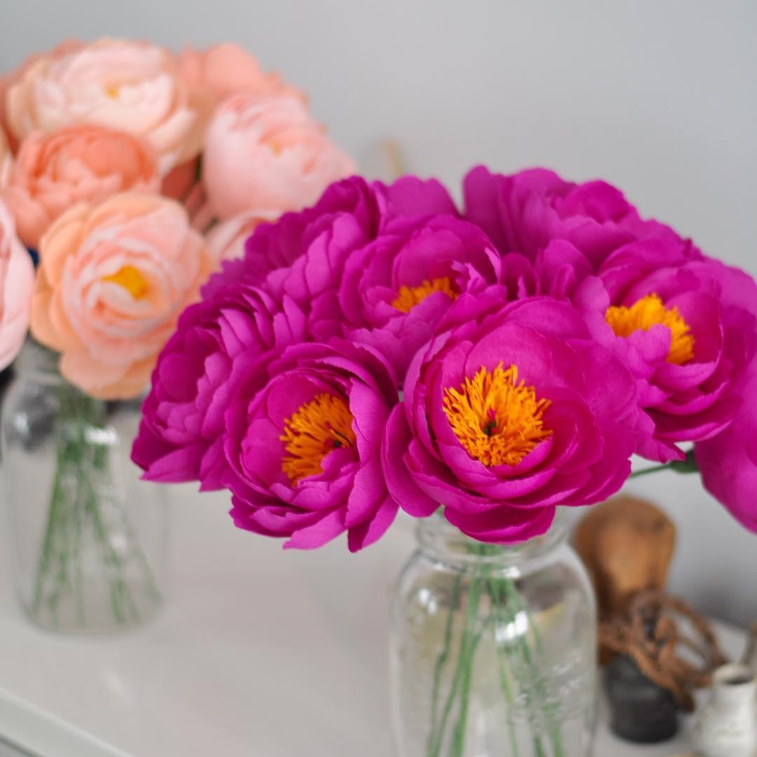 como fazer vasos de flores de papel crepom de estilos diferentes - rosas e papoulas