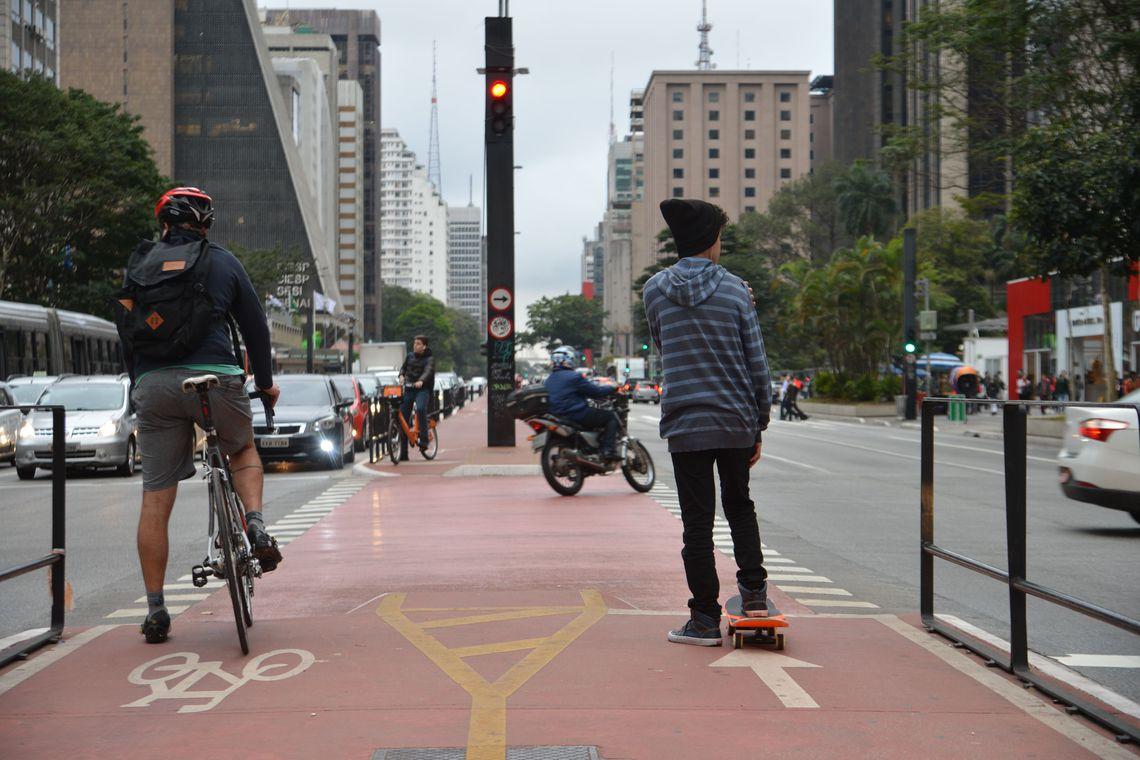 ciclovia na avenida paulista para facilitar a mobilidade urbana