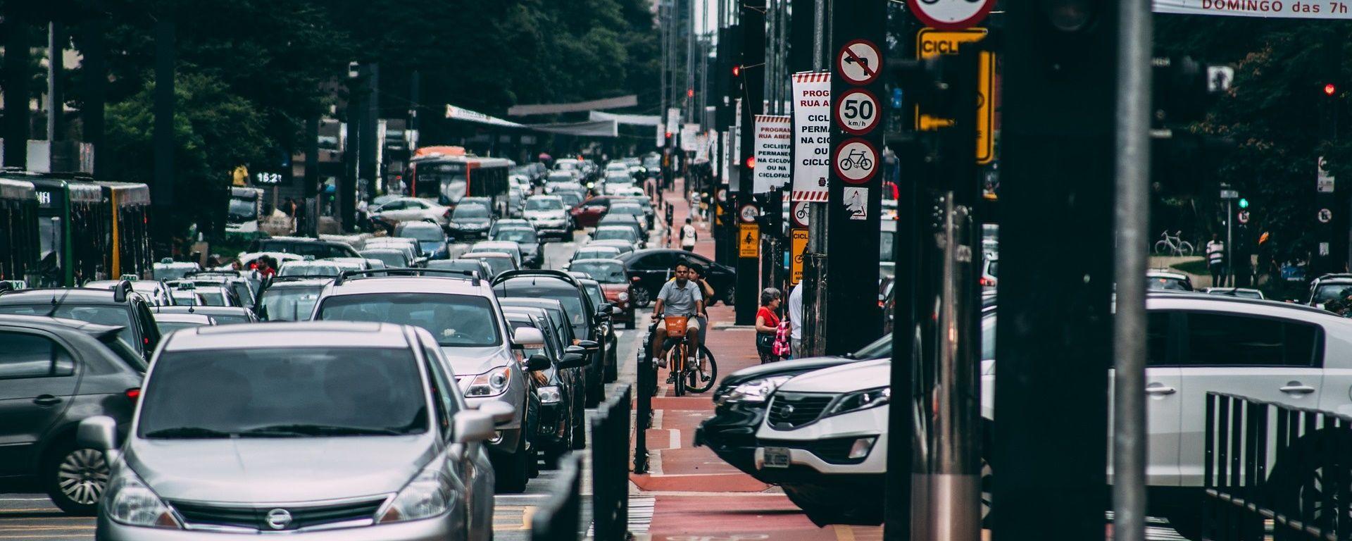 mobilidade urbana nas grandes cidades pelo aglomeramento de carros
