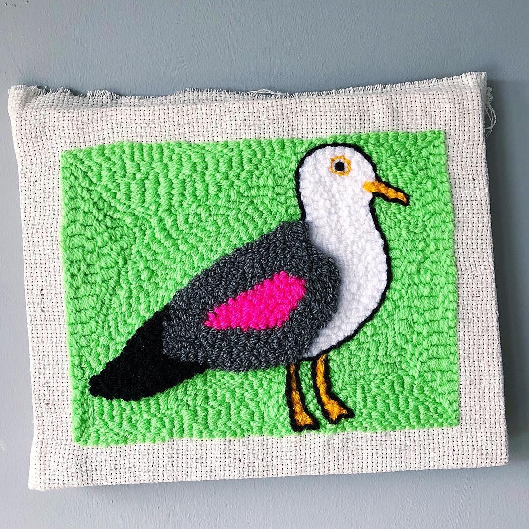 bordado de pássaro em ponto russo
