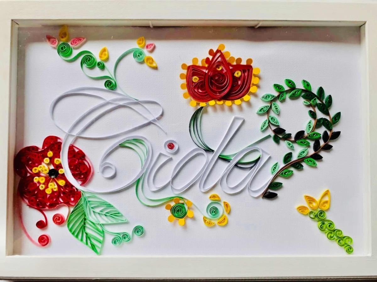 quadrinho com nome e flores em quilling