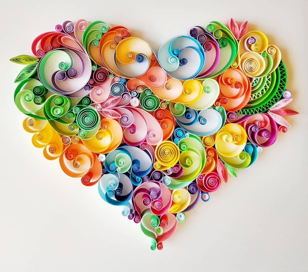 Coração colorido em quilling