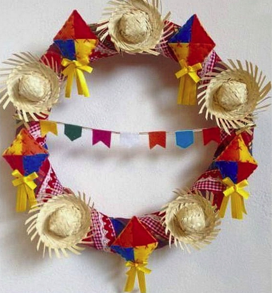 Guirlandas decoradas como enfeites de festa junina