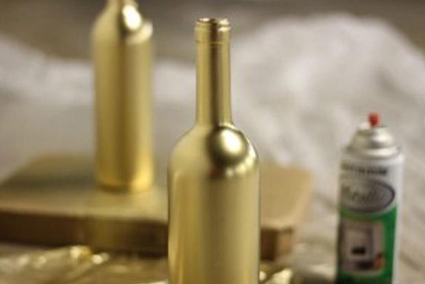 garrafas decoradas com renda douradas