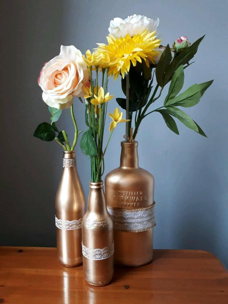 garrafas decoradas com renda com flores