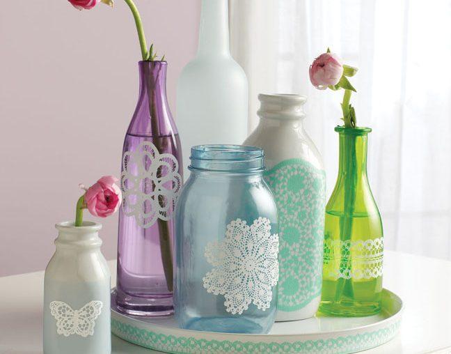 garrafas decoradas com renda coloridas