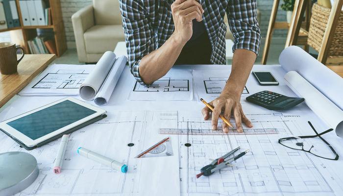 arquiteto projetando