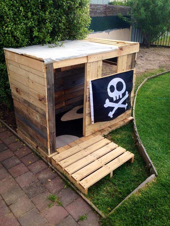 Forte de piratas feito de palete
