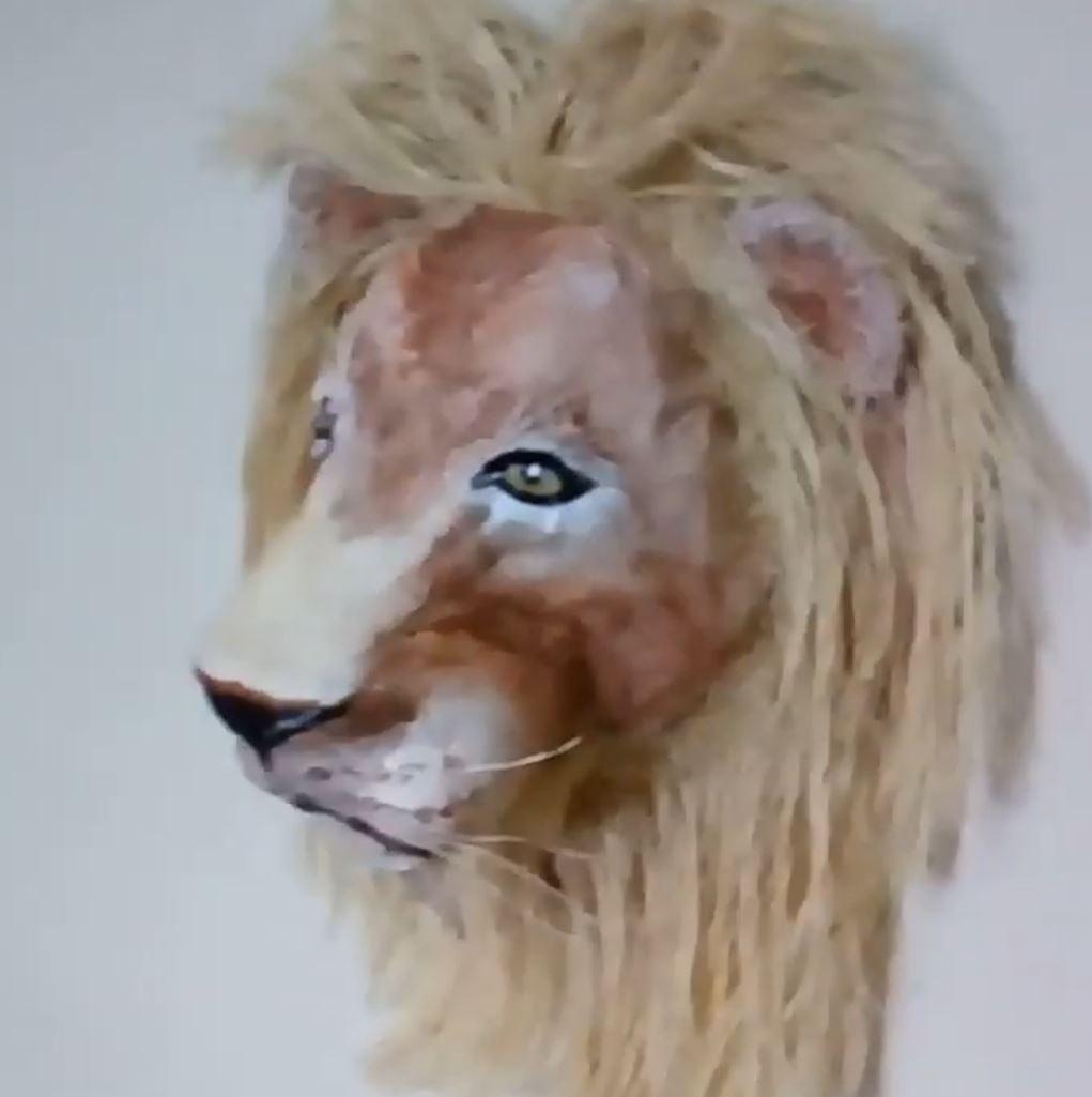 Leão de garrafa pet em 3D