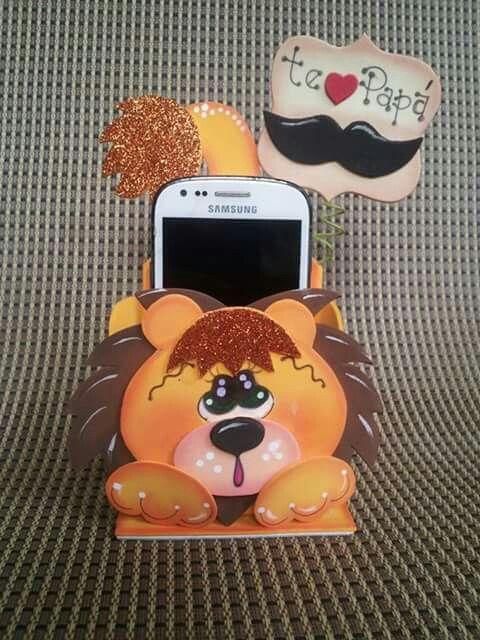Leão de garrafa pet para guardar celular
