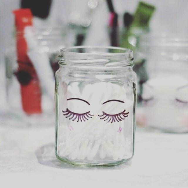 pote de vidro com olhinhos