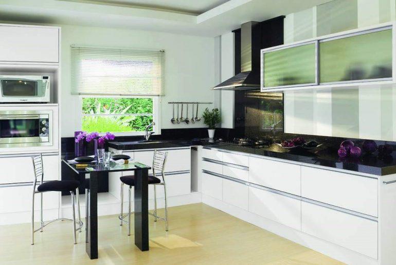como organizar seu armário de cozinha