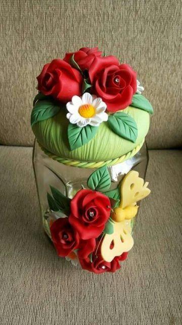 Flor no pote e na tampa