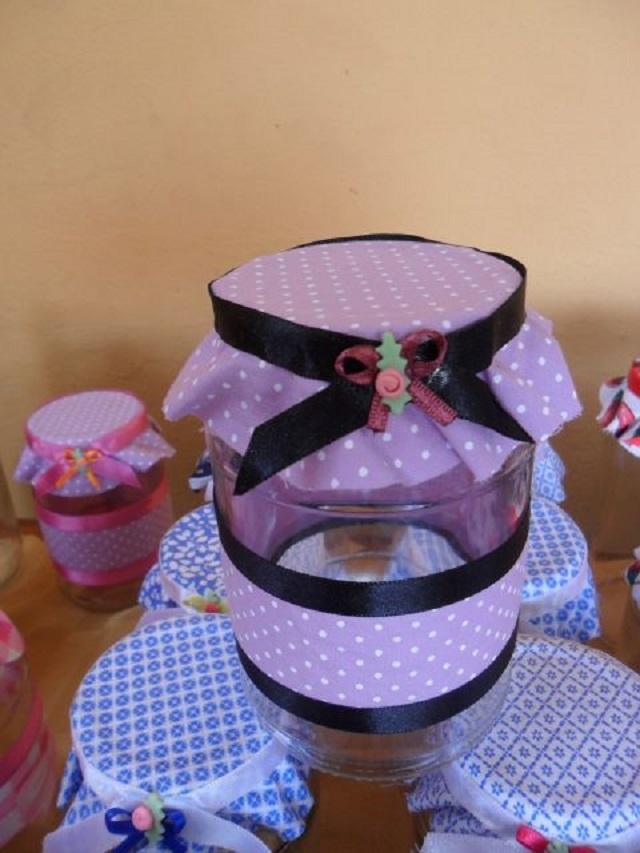 pote de vidro com tecido rosa