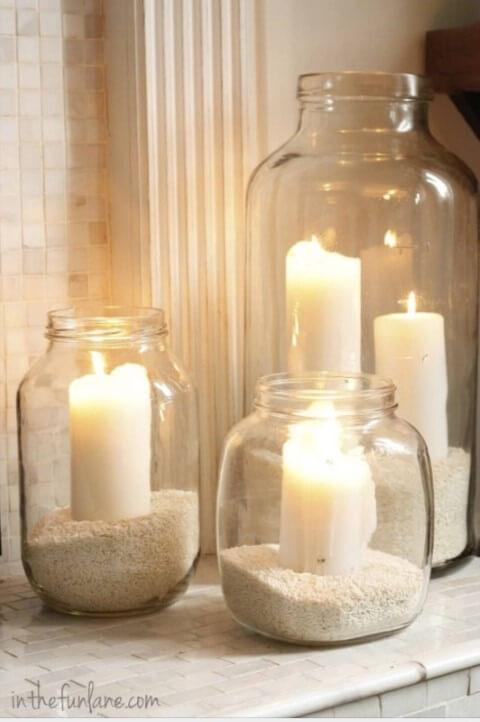 potes de vidro com velas dentro