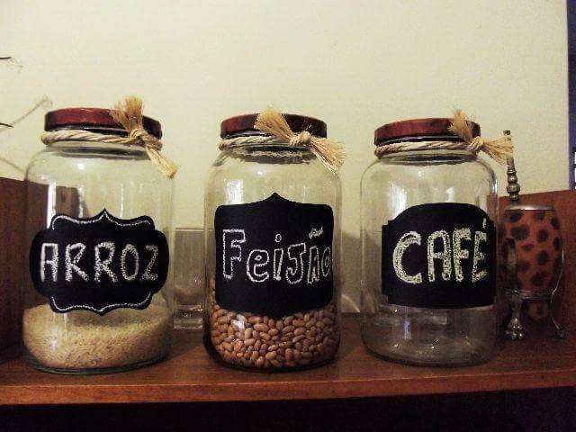 pote de vidro com comida dentro