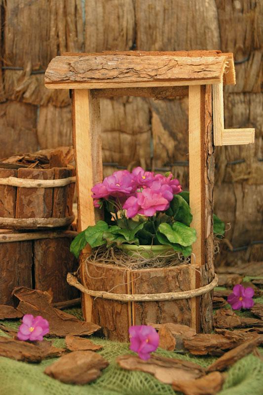 flor de biscuit em um poço de madeira
